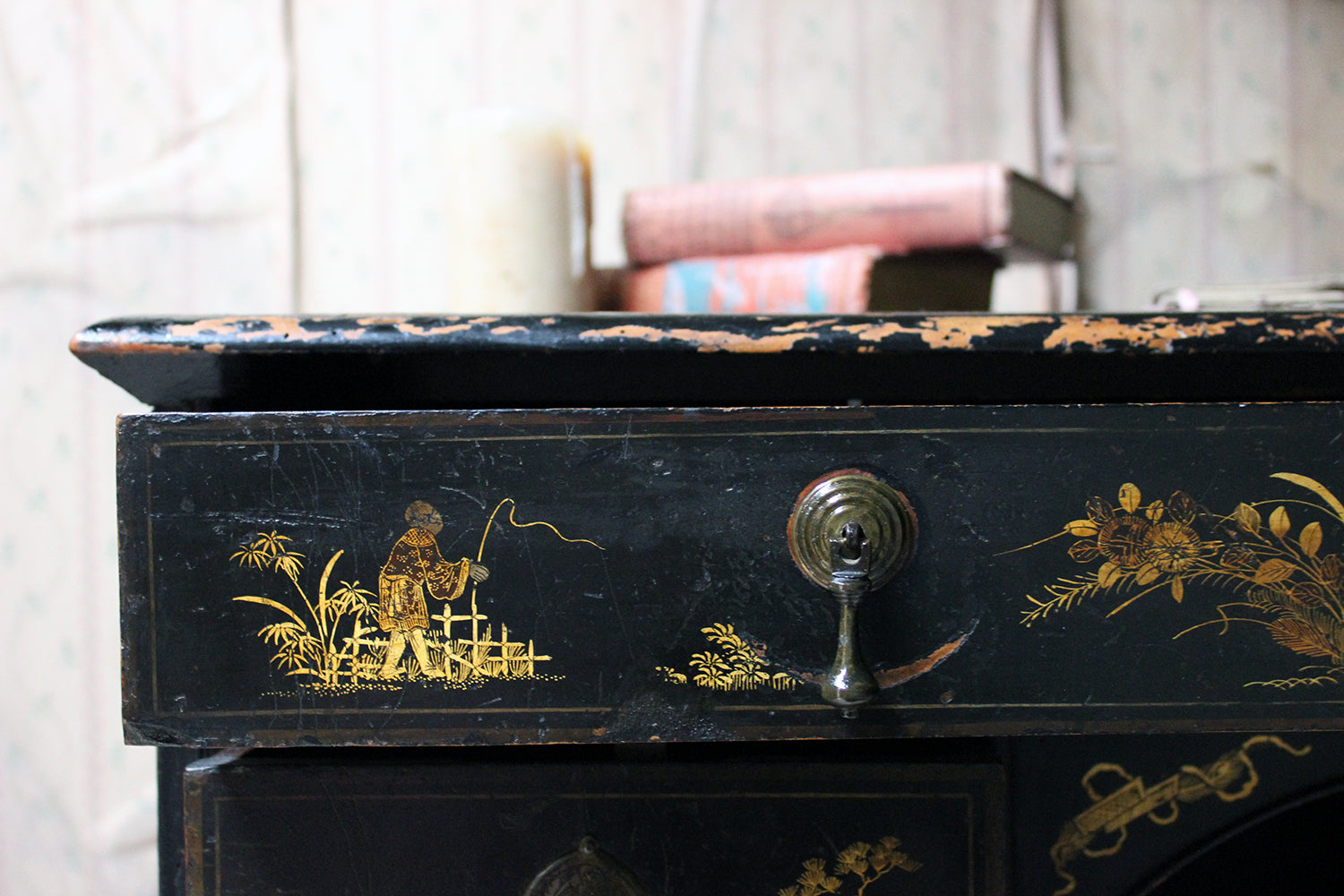 A George III Black Japanned & Chinoiserie Decorated Kneehole Desk c.1790