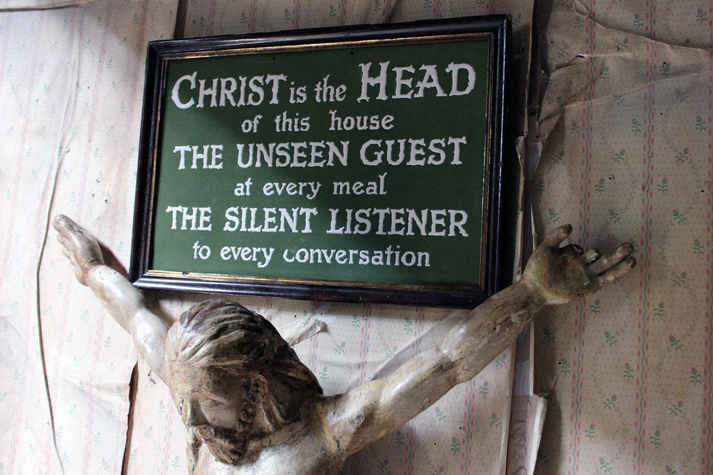 An Early 20thC Religious Plaque; 'Christ is the Head of this House' c.1915