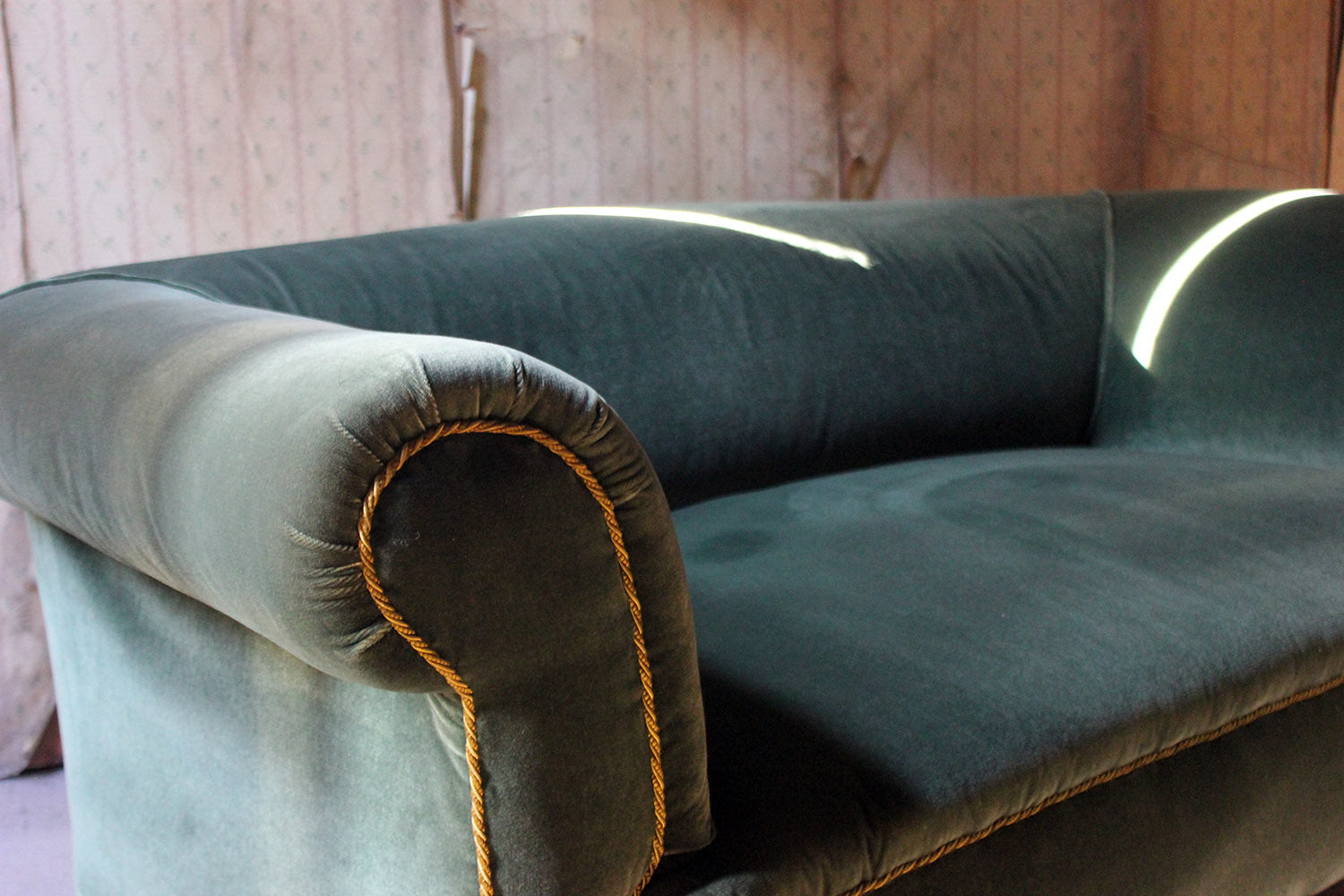 A Late Victorian Green Velvet Upholstered Chesterfield Sofa c.1900