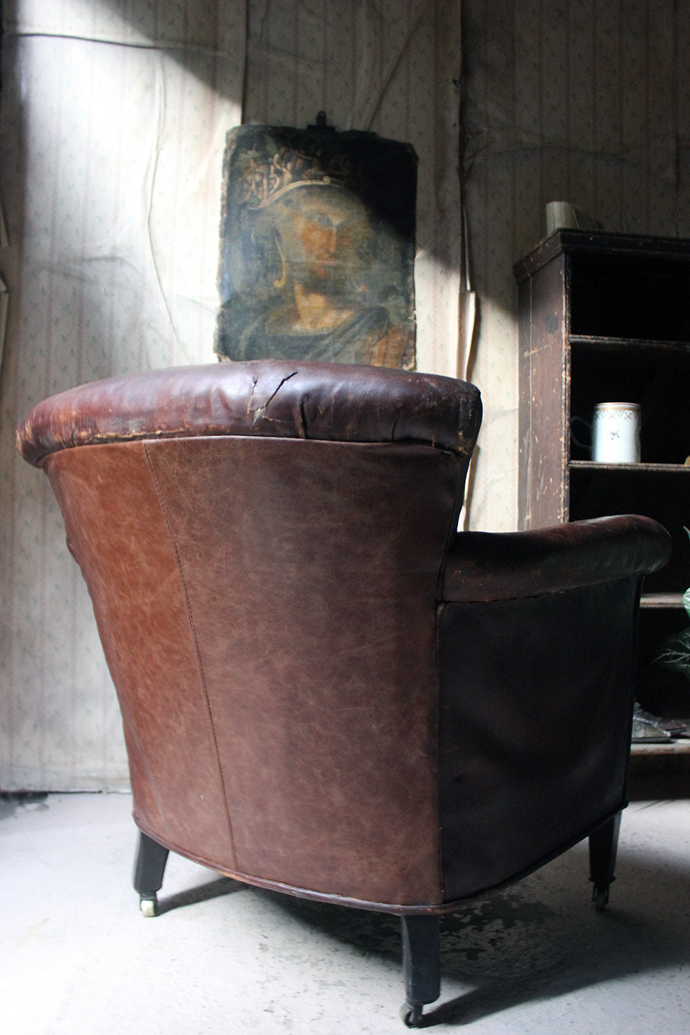 A Late 19thC Button-Back Leather Tub Armchair c.1900