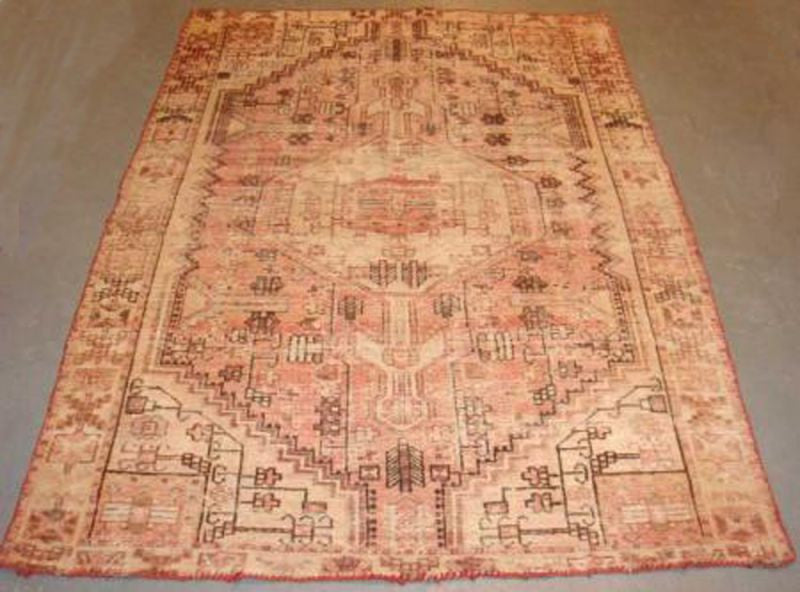 A Beautiful Antique Heriz Carpet 190cm x 130cm
