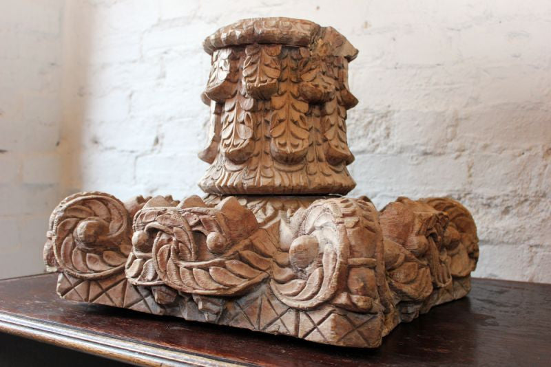 An Elaborately Carved Early 20thC Wooden Corinthian Column Capital