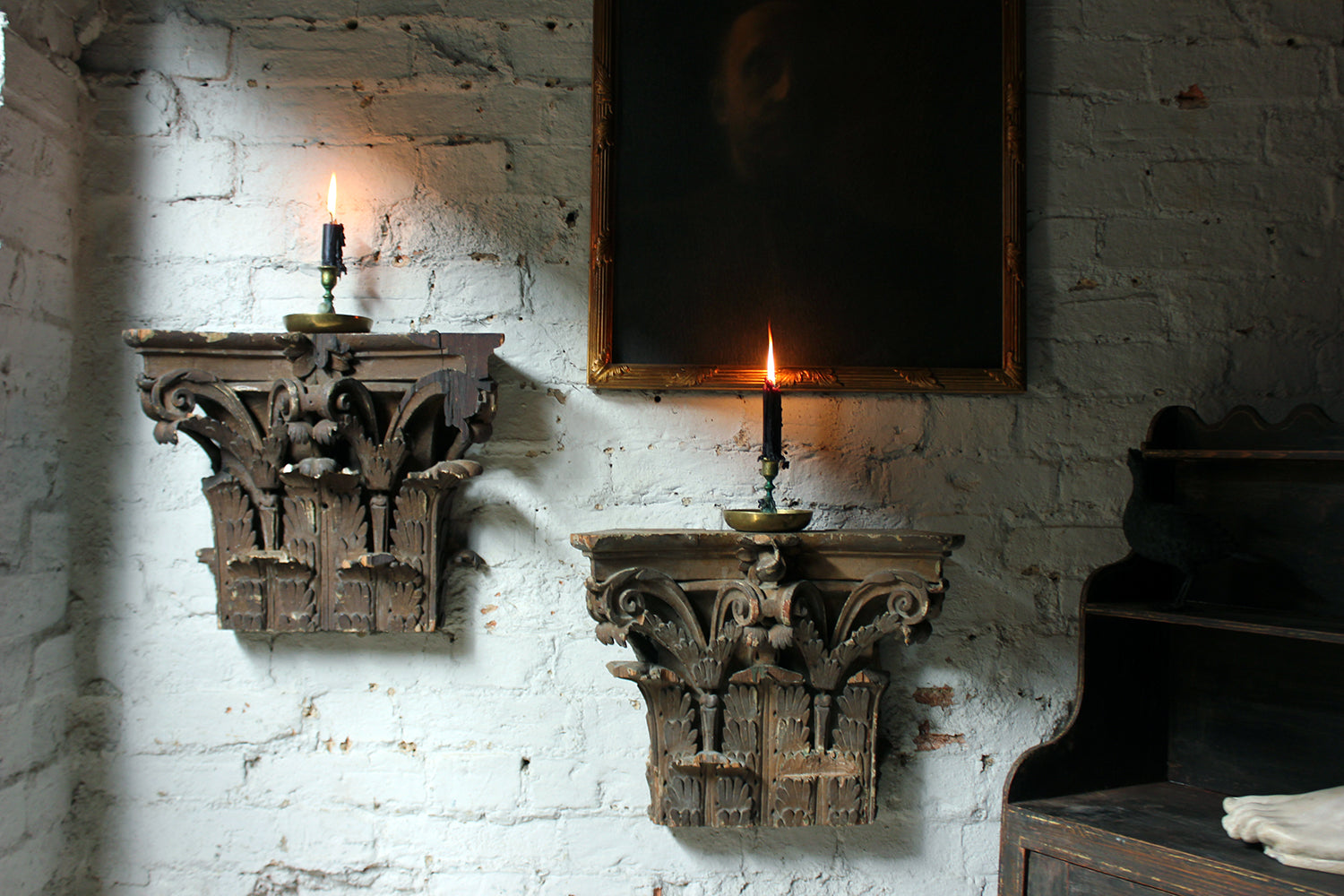 A Decorative Pair of Carved Pine, Plaster & Gesso Painted Corinthian Capital Wall Brackets c.1800