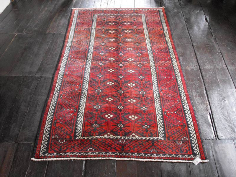 A Superb Large Kurde Rug: 281cm x 146cm