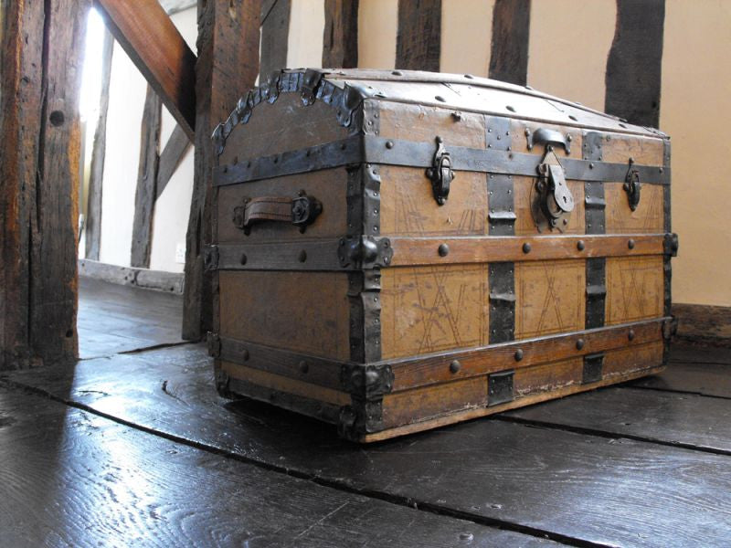 A Later Nineteenth Century American Travelling Trunk