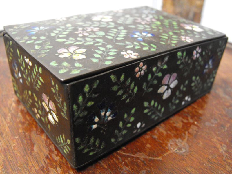 A Very Pretty Early 20thC Floral Enamelled Trinket Box