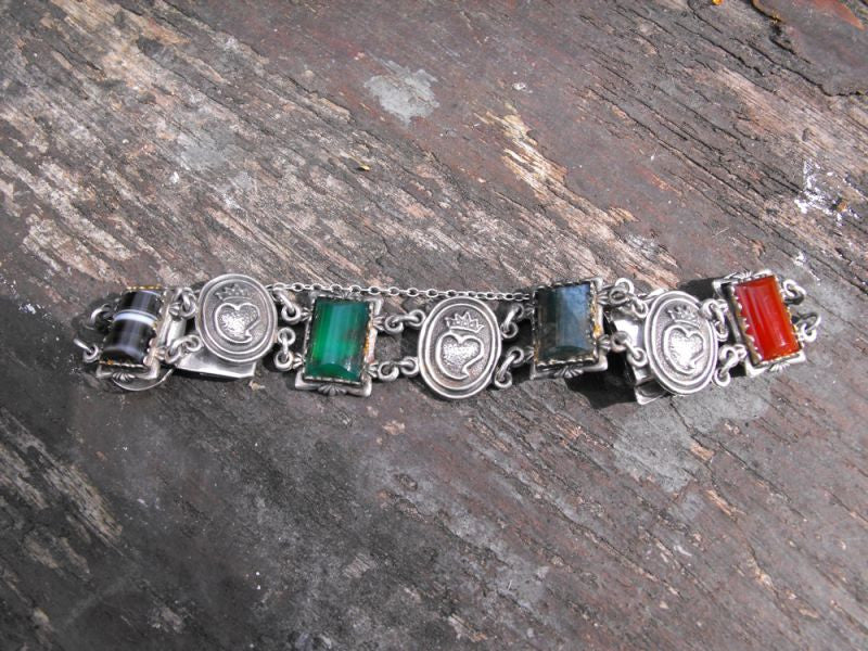 A Mid 20thC Scottish Silver, Agate Hardstone & Luckenbooth Bracelet, Hallmarked for The Ward Brothers, Birmingham 1965