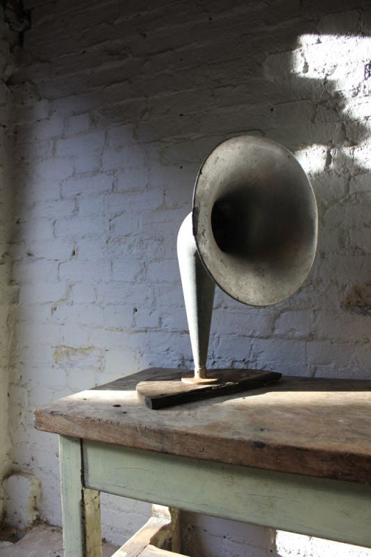 A Large Early 20thC Aluminium Horn Loud Speaker