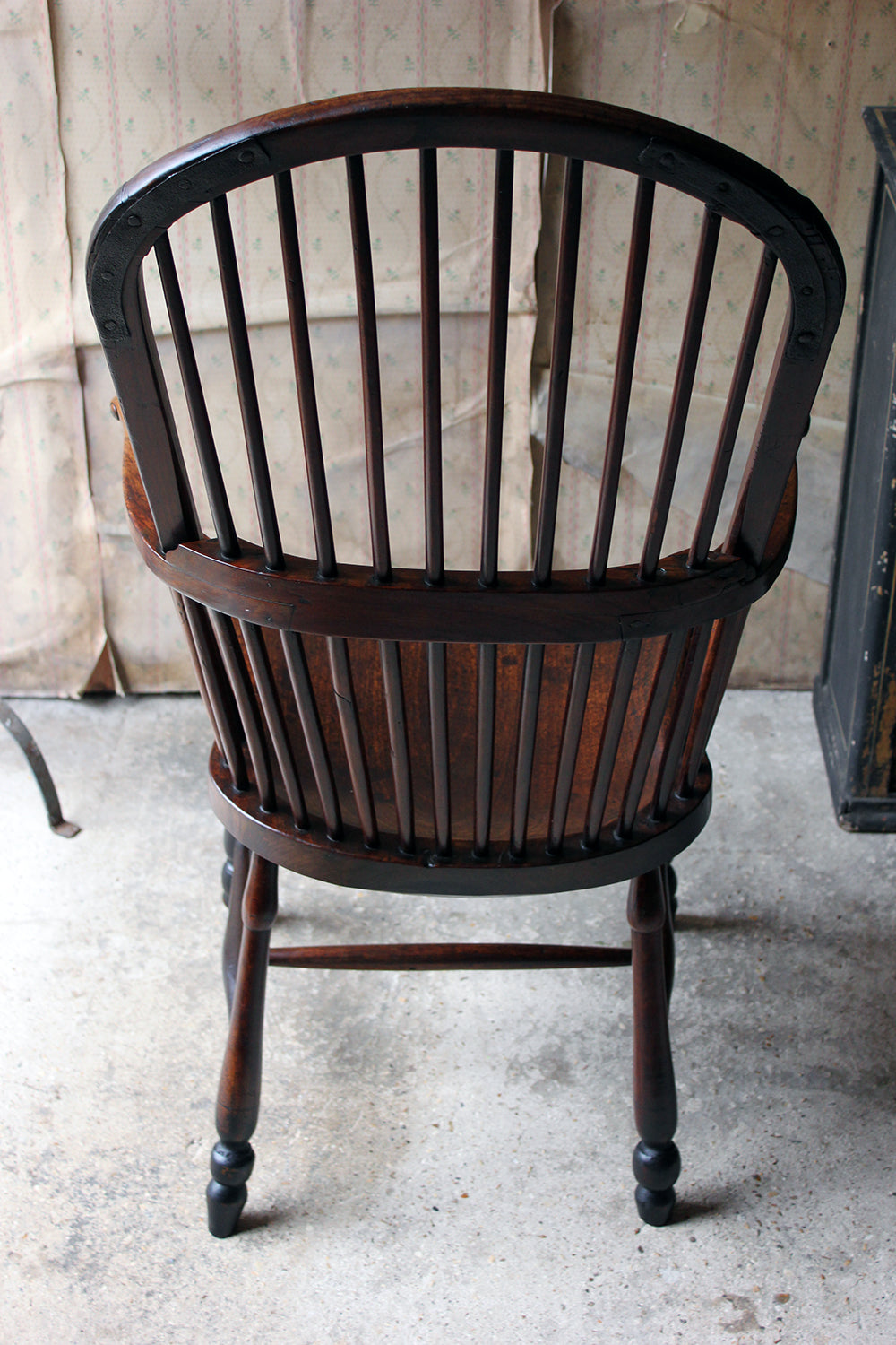 A Rare & Exceptional George III Hoop-Back Walnut Windsor Armchair c.1790