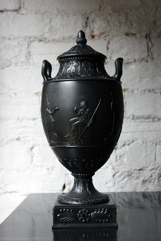 An Attractive 19thc Wedgwood Black Basalt Twin Handled Vase Cover