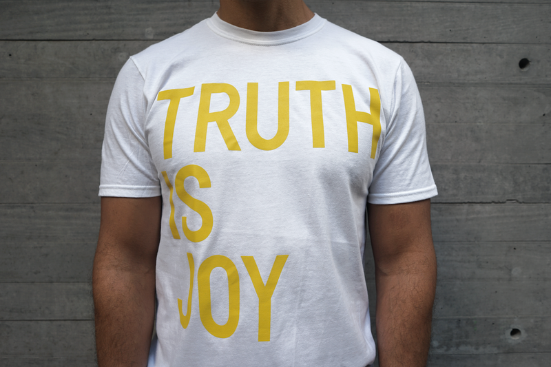 playera rirkrit tiravanija - truth is joy