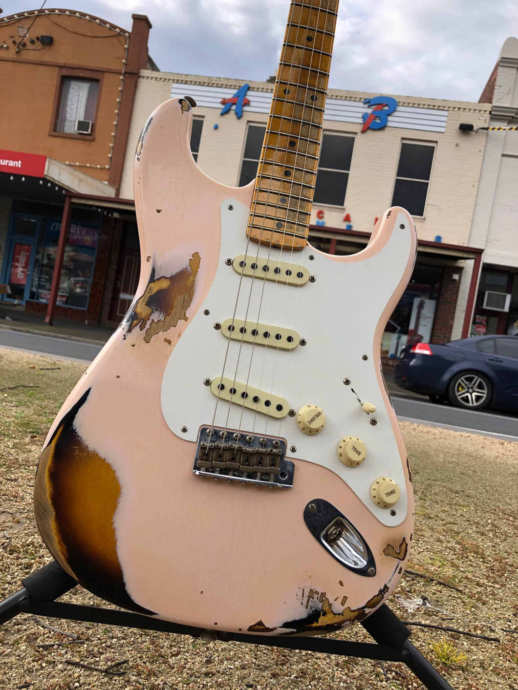 Fender Custom Shop Ltd 1958 Heavy Relic Stratocaster - Aged Shell Pink Over 2 Tone Sunburst Finish