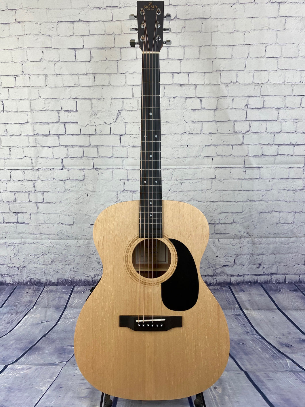 Sigma 000ME Folk Size Electric/Acoustic Guitar