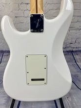 Load image into Gallery viewer, FENDER PLAYER STRATOCASTER® SSS POLAR WHITE PAU FERRO BOARD
