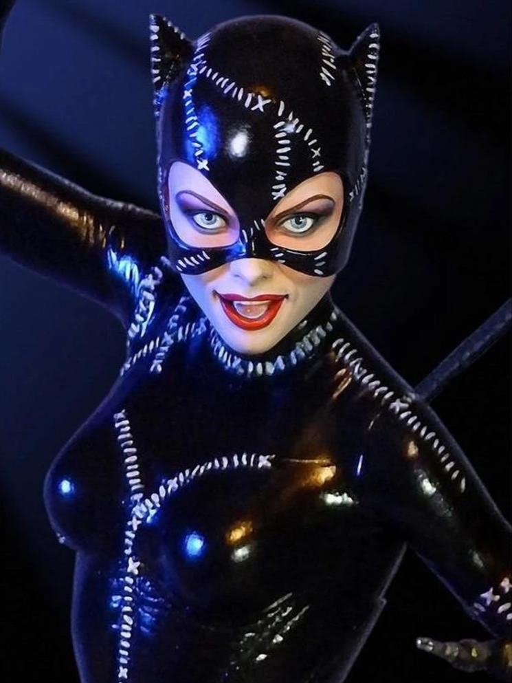 Batman Returns CATWOMAN 1/6 Scale Statue by Tweeterhead