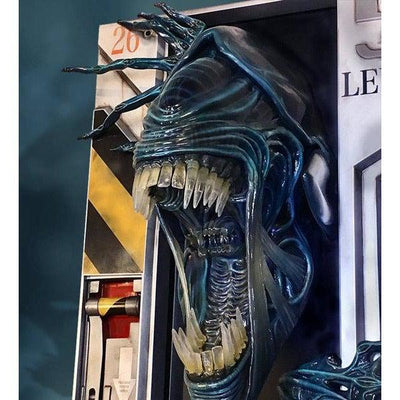 Alien Queen LIFE-SIZE Wall Sculpture Statue by Hollywood Collectibles Group