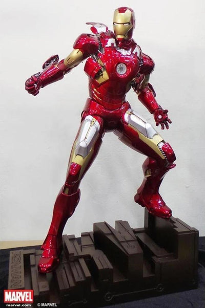 IRON MAN Mark VII 1/4 Scale Statue - DISPLAYED