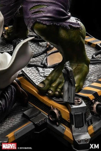 HULK TRANSFORMATION 1/4 Scale Statue