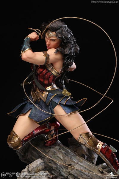 Wonder Woman 1/4 Scale Premium Statue