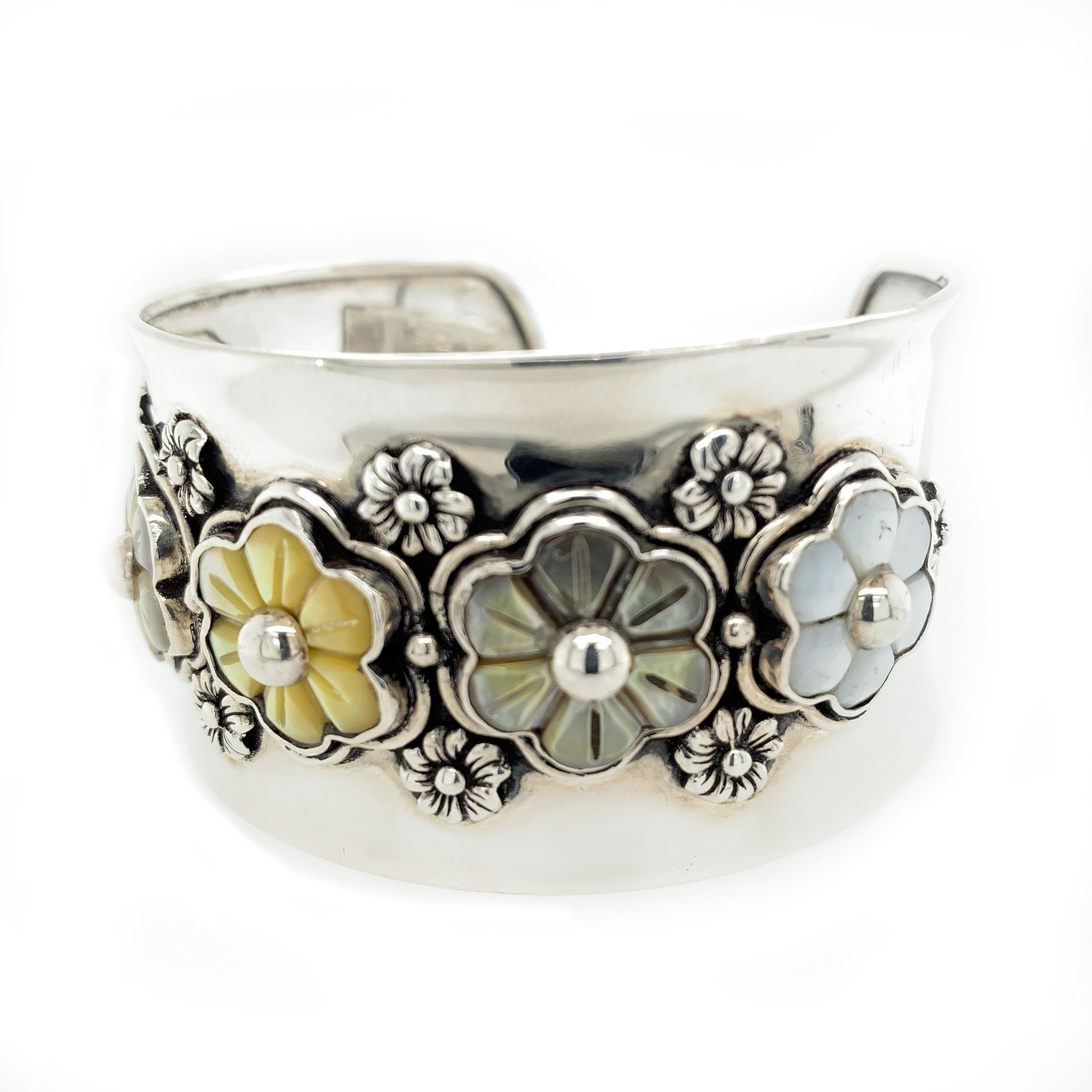 5 Flowers Mother of Pearl Sterling Silver Bracelet Cuff - Qinti - The Peruvian Shop