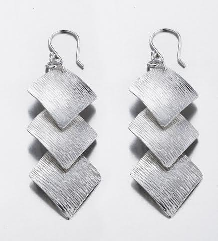 Diamond Shaped Brushed Sterling Silver Earrings - Qinti - The Peruvian Shop