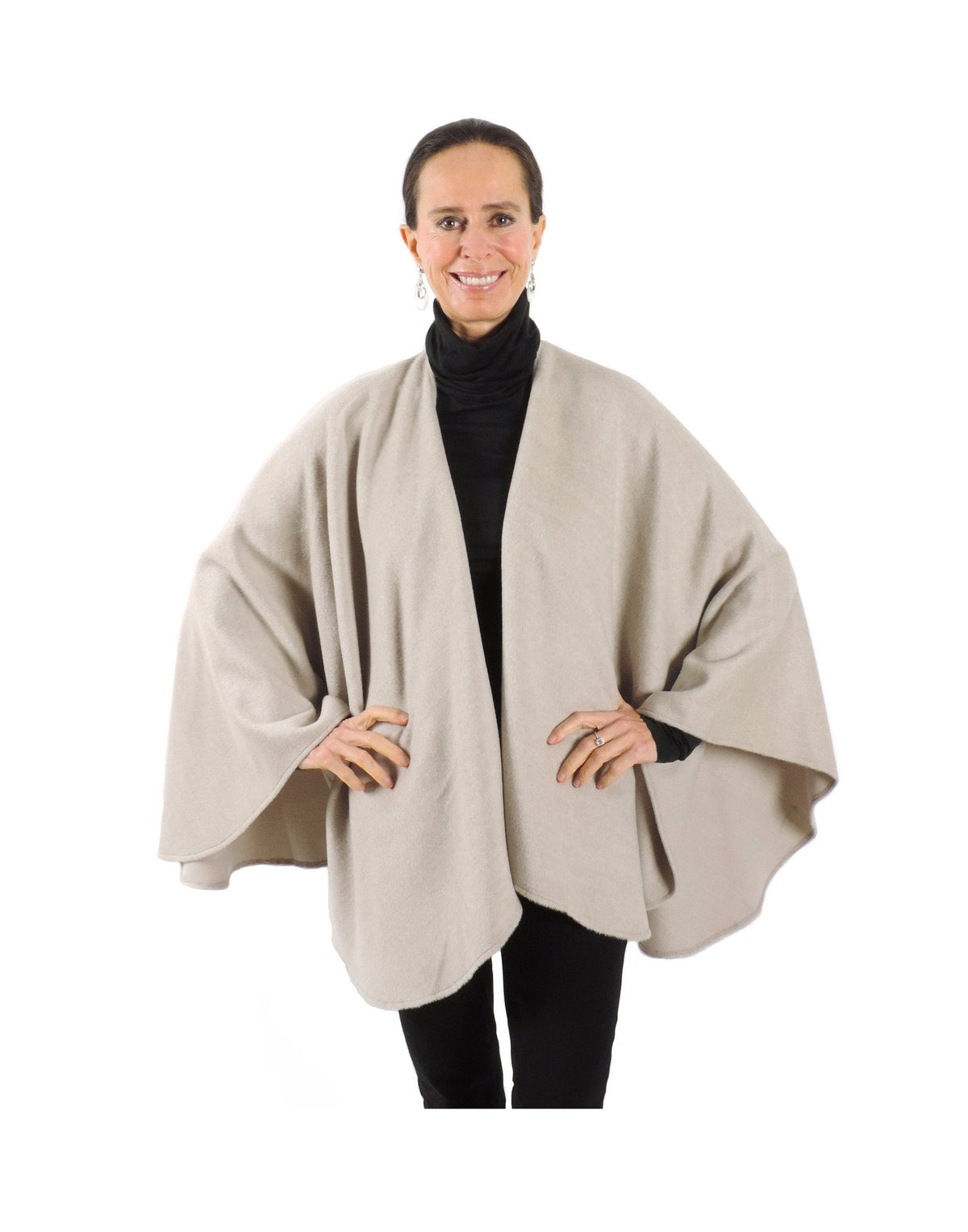 Classic brushed Baby Alpaca Cape in Oatmeal - Qinti - The Peruvian Shop
