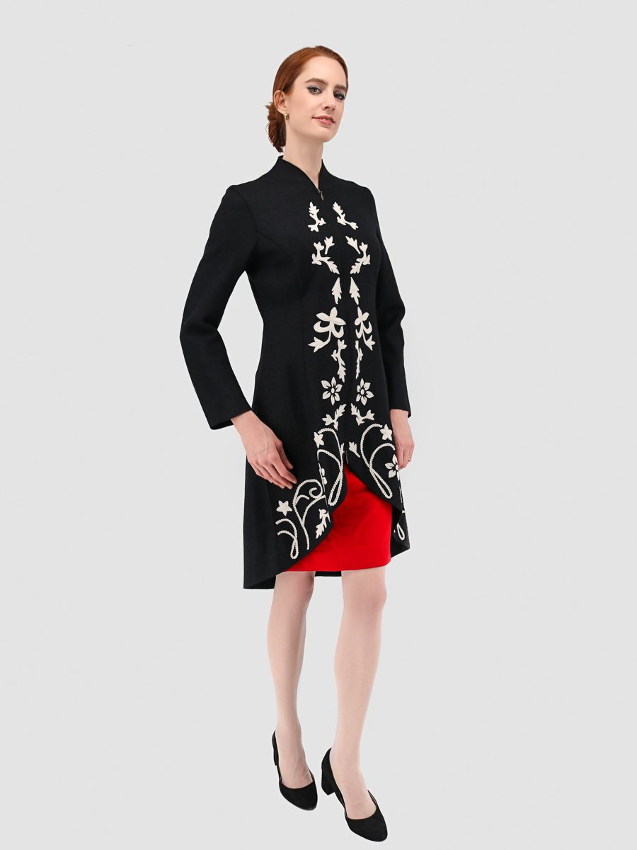 Design Wool Coat in Black with White Floral Appliqué Details - Qinti - The Peruvian Shop