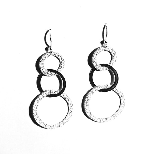 Interlocking Loops Sterling Silver Earrings - Qinti - The Peruvian Shop