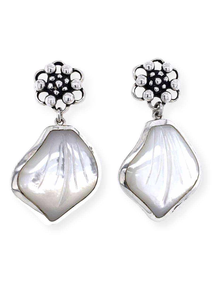 Flower Dangle Earrings in Mother-of-Pearl and Sterling Silver - Qinti - The Peruvian Shop