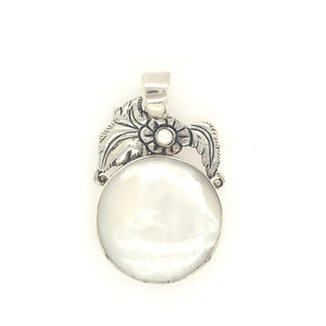 Sterling Silver & Mother of Pearl Circle Pendant with Flower Detail - Qinti - The Peruvian Shop
