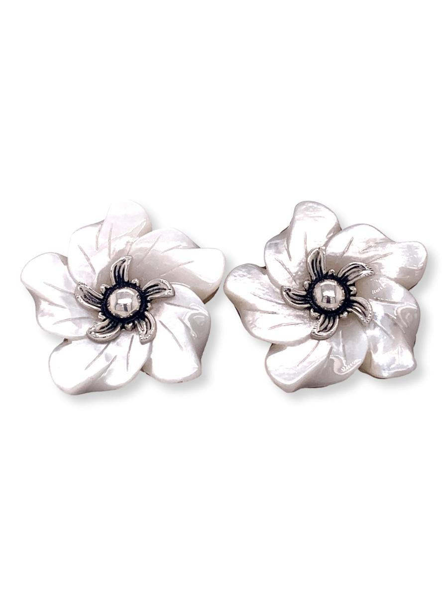Mother of Pearl Flower Earrings - Qinti - The Peruvian Shop