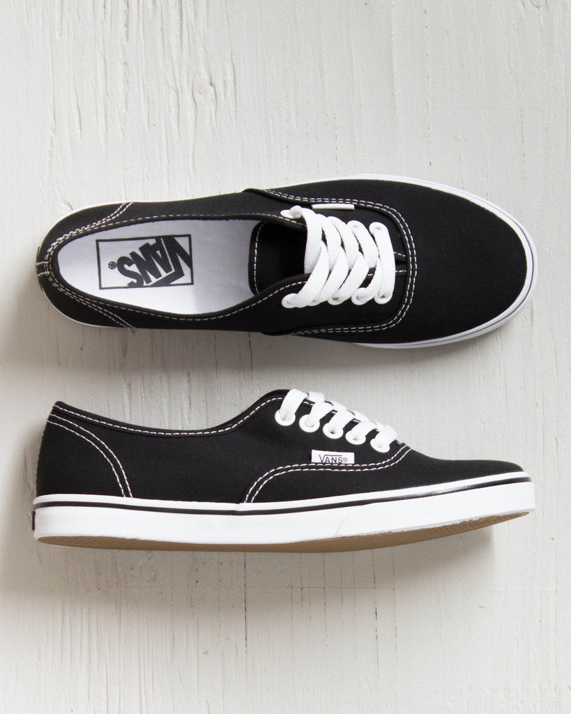 VANS -AUTHENTIC LO PRO BLACK/WHITE