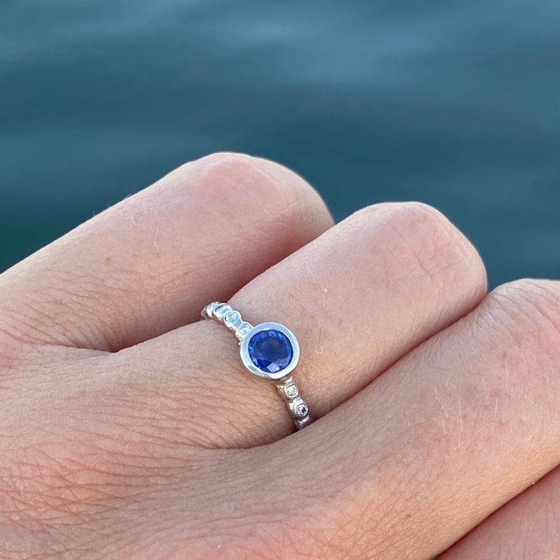 Medium Pebble Micro Pebble Ring with Blue Sapphire and White Diamond in Platinum