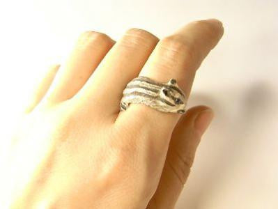 "DECO ""Winding Chipmunk ring (silver) -real sapphire-"""