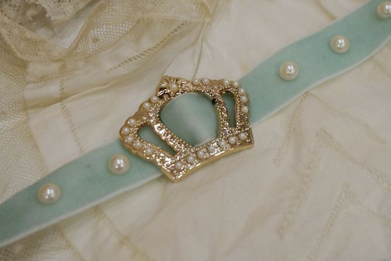 RoseMarie seoir crown choker (pearl mint)