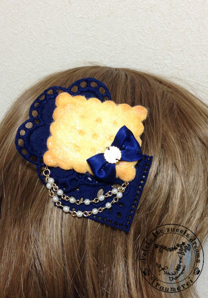 "Traumerei ""Biscuit and pearl corsage"""