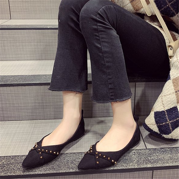Women's pointed shallow rivet flat shoes