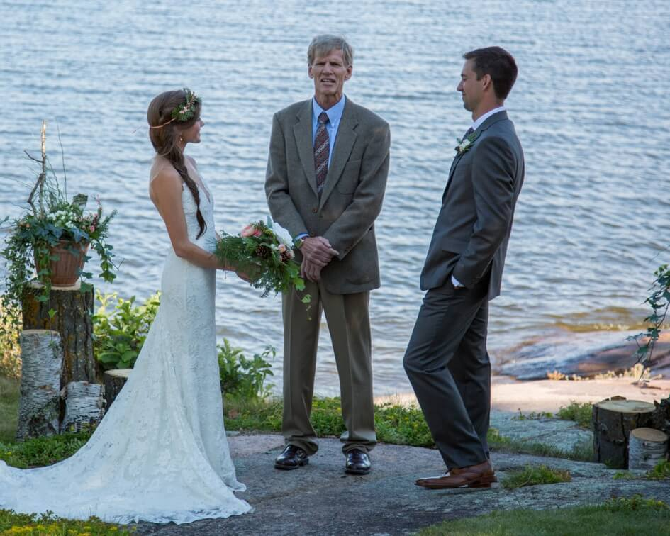 Minnesota lakeside wedding
