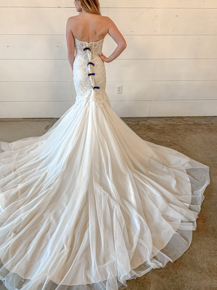 sweetheart neck wedding dress
