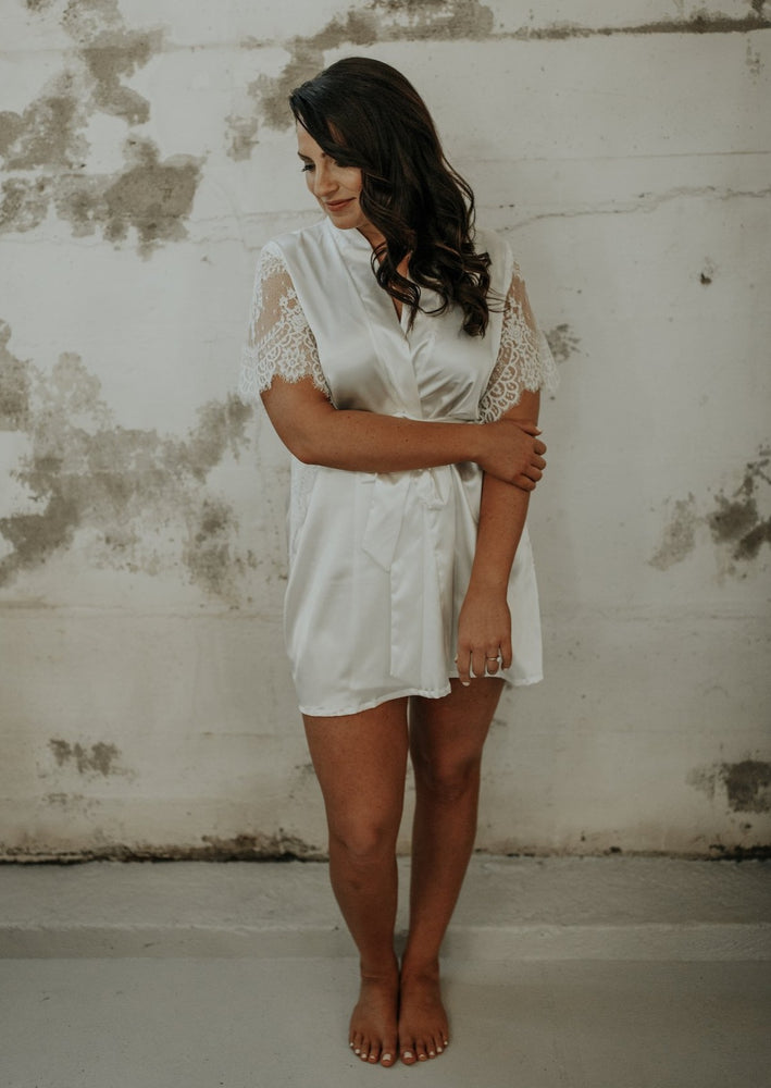 Short Sleeve Lace Bridal Robe
