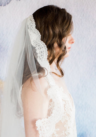 side view of lace lined wedding veil