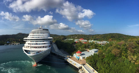 View from the Carnival Splendor Cruise Ship of the waters of Roatan
