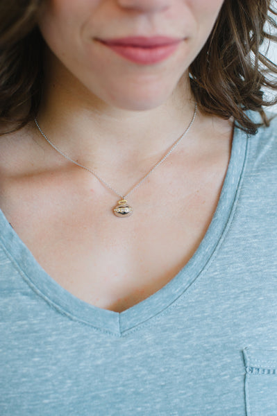 CURLING ROCK NECKLACE