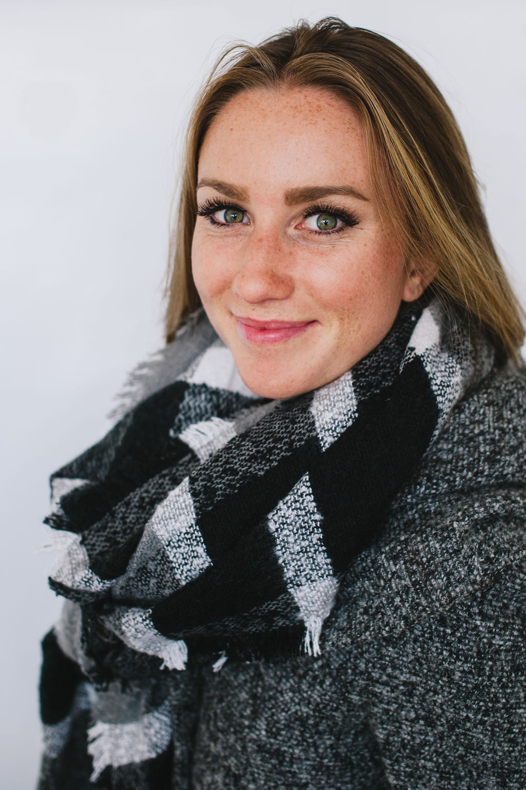 RECTANGLE FULL SCARF WITH ANGLED ENDS BLACK & WHITE