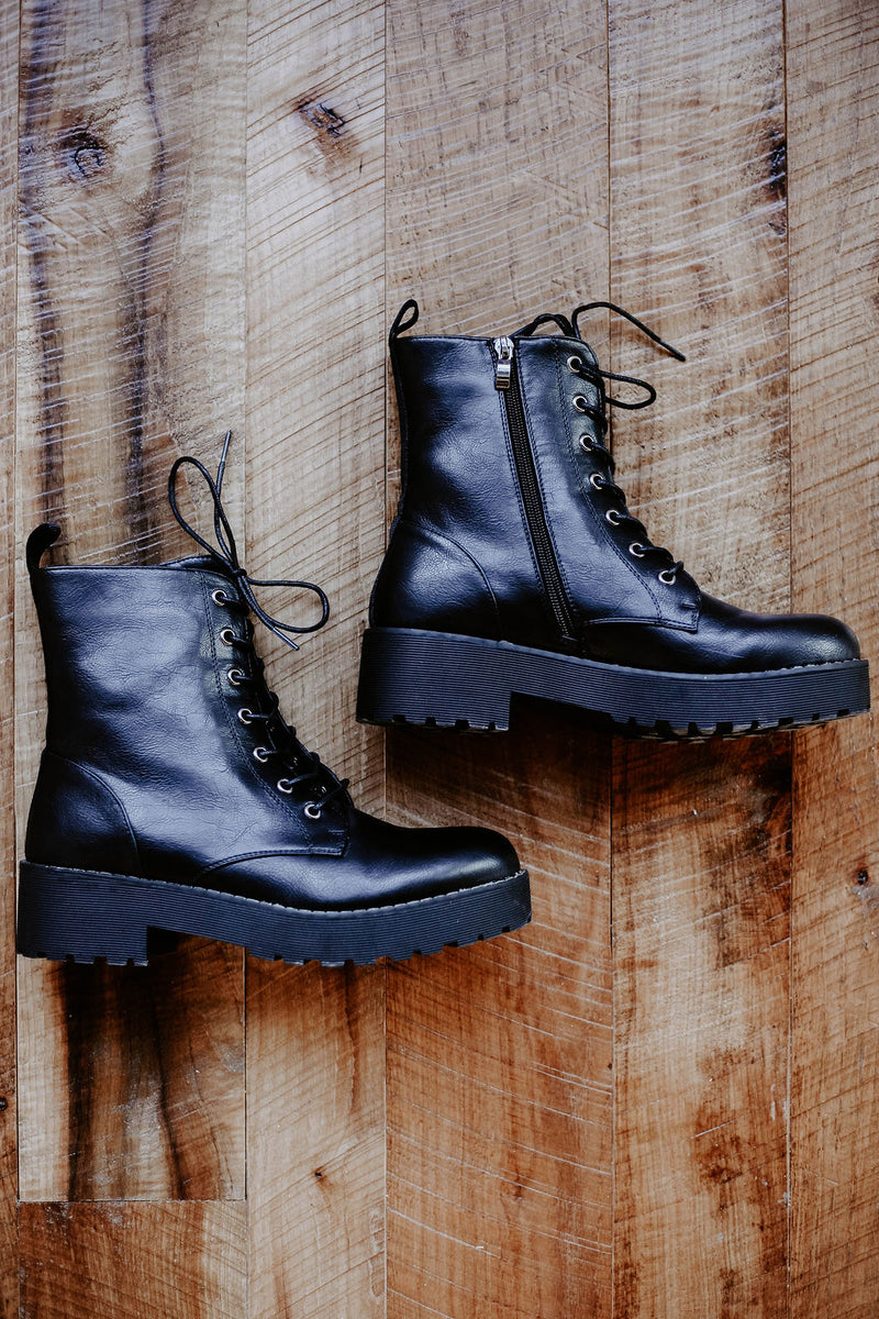 DIRTY LAUNDRY Mazzy Combat Boot - Doc Marten Dupe