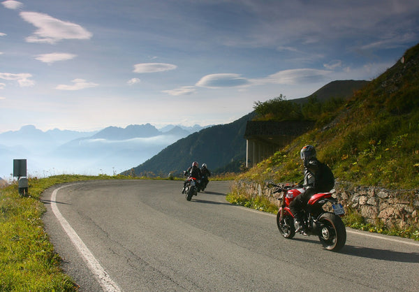 tour italy by motorcycle enjoy the best motorcycle roads motorbike trip. Black Bedroom Furniture Sets. Home Design Ideas