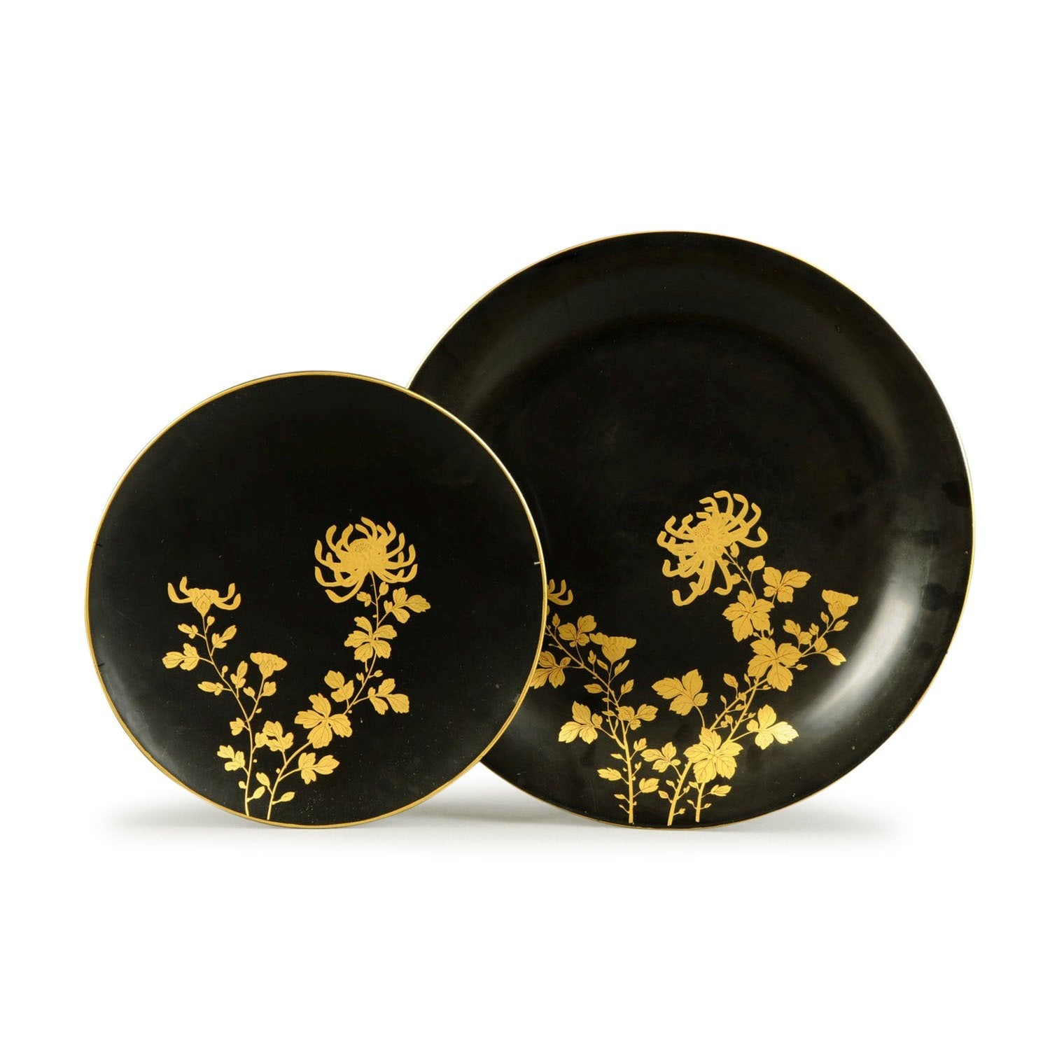 Two Gilded Black Lacquer Plates - Chrysanthemums - ca 1930 - 30 cms dia & 40 cms dia - M360