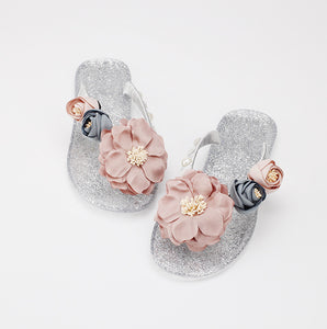 South Korea design small fresh flowers crystal crystal slippers diamond beautiful flower color soft with the word drag