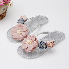 Load image into Gallery viewer, South Korea design small fresh flowers crystal crystal slippers diamond beautiful flower color soft with the word drag