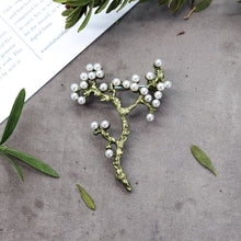 Load image into Gallery viewer, Handmade retro forest plant Brooch female elegant temperament high grade pearl pin cardigan Brooch art accessories